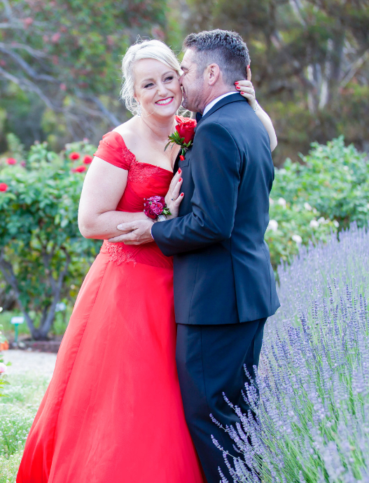 Annabel and Gary Wedding Photography Adelaide Couple Kissing