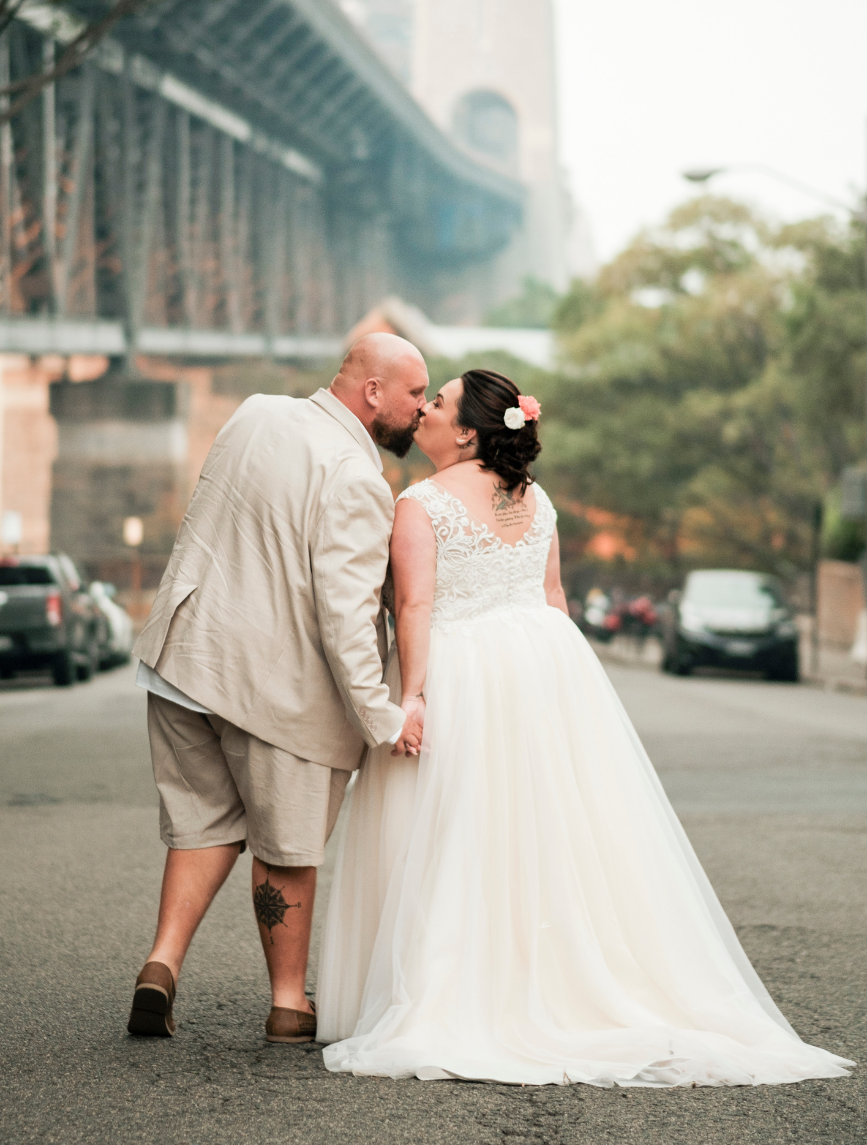 bride and groom kissing in front of Sydney Harbour Bridge