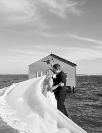 Bride and Groom Perth Blue Boat House